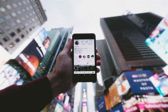Com um mundo mais conectado, tendência é que as empresas estejam cada vez mais presentes no ambiente digital. (Jakob Owens/Unsplash)
